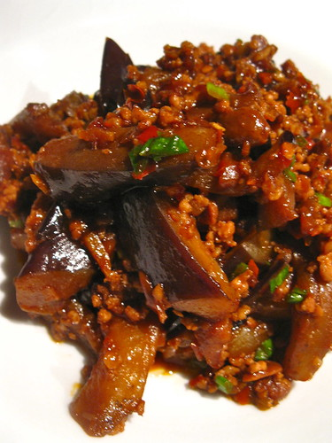 茄子煲 spicy aubergine pot