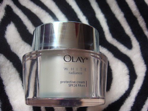 Olay, SPF protective cream, White Radiance