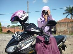 Jude vs Violet (qefy) Tags: hijab violet jude photowalk bandung kamera langit ungu cerah kerudung flowerofislam