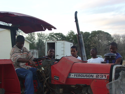 Young farmers in Florida participate in the New and Beginning Farmers Training Program to learn skills that will help them start successful farming operations.