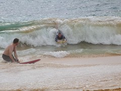 Scott shows me how it's done (GeoTom) Tags: makena bigbeach