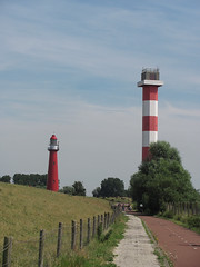 Leuchttürme von Hoek van Holland (Priska B.) Tags: light lighthouse holland rot nederland van vuurtoren leuchtturm hoek hoekvanholland niederlanden wbnawnl