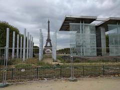 IMG_20160919_153124 (paddy75) Tags: frankrijk parijs paris champdemars murpourlapaix monument toureiffel eiffeltoren