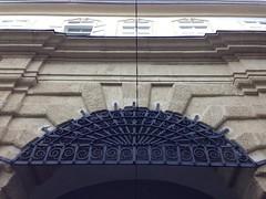 September 25, 2016 - 17:28:38 (Natascha W) Tags: graz paulustor fhrung tour gebude buildings tor gate stadt city altstadt historic historisch sptrenaissance wallbau geschichte history stadttor torbogen archway arch bauwerk fenster window fortification