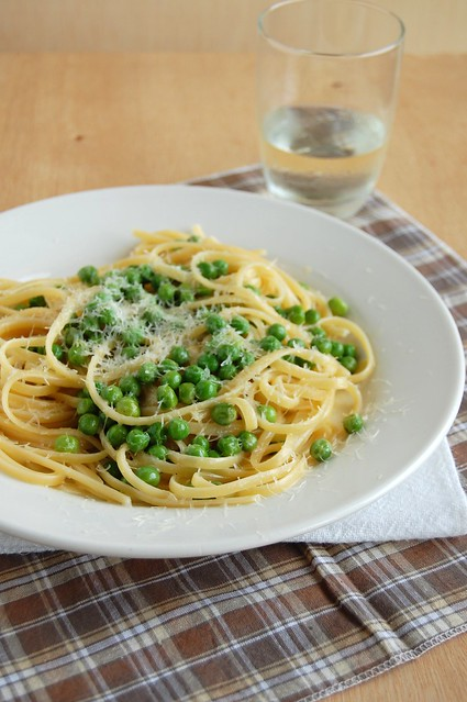 Linguine with peas and lemon / Linguine com ervilhas e limão siciliano