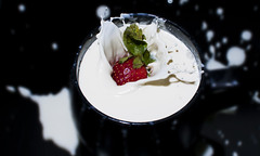 strawberry splash 1 (Oscar Oglecki) Tags: milk strawberry splash vitt grdde mjlk jordgubbe nostrobistinfo removedfromstrobistpool seerule2 oglecki