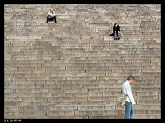 lunch break (sediama (break)) Tags: stairs suomi helsinki finnland loneliness treppe archives helsingfors pause einsamkeit lunchbreak senaatintori escaliers mittagspause passersby passanten helsinkicathedral abigfave carlludwigengel sediama bdsc06272 helosthisfeet