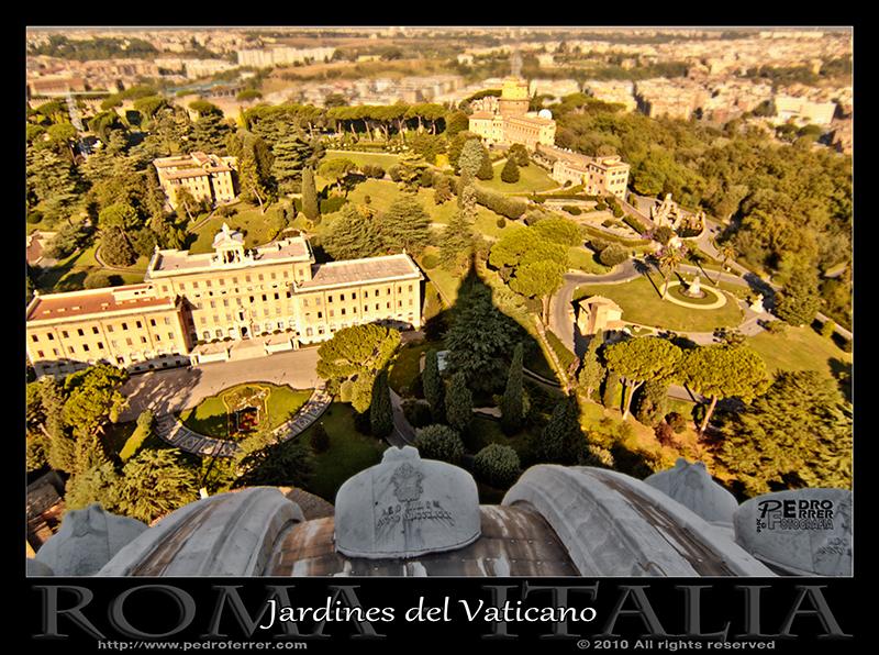 Roma - Jardines del Vaticano a la sombra de San Pedro