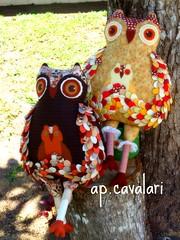 pousadas na sombra de uma mangueira... (AP.CAVALARI / ANA PAULA) Tags: quilt owl coruja feitoamo anapaulacavalari apcavalari alfomada