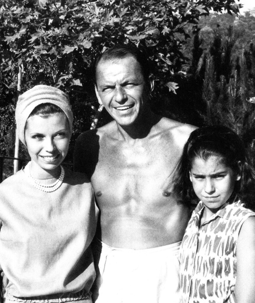 Frank Sinatra and his daughters