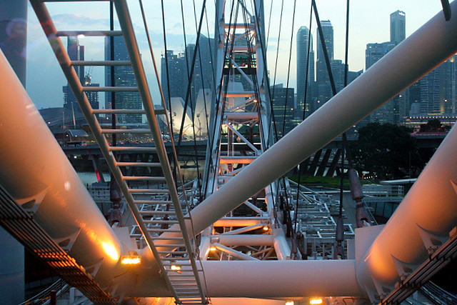 The French Spiderman Alain Robert scaled  the Singapore Flyer in Nov 2010