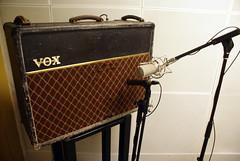 Jrme's Vox amp with ShinyBox and Shure SM57 (Marc Wathieu) Tags: berlin studio amp setup vox shure ac30 sm57 2011 shinybox lowswing