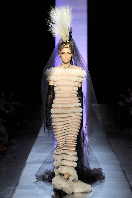 Andrej Pejic3128Jean Paul Gaultier Couture(VOGUEcom)