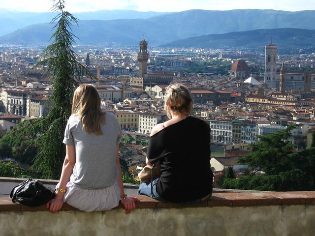 フィレンツェの大聖堂を望む景色のフリー写真素材