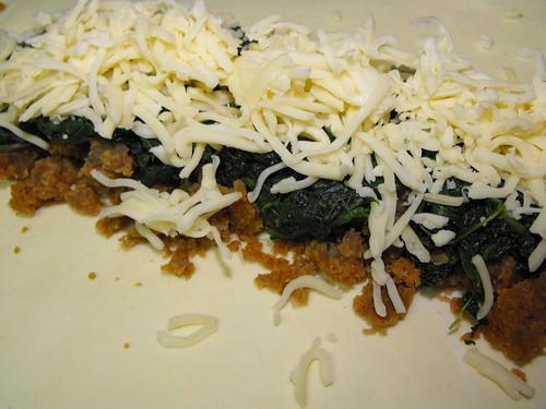 Folhado de legumes com farinheira, espinafres e queijo