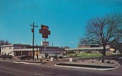 Motel Rio - Austin, Texas (The Cardboard America Archives) Tags: rio vintage austin blurry texas postcard motel 1966 aaa