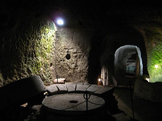 オルヴィエートの洞窟にある部屋のフリー写真素材
