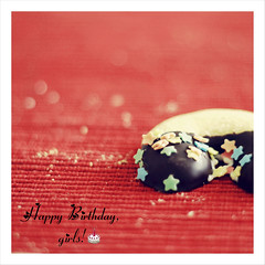 Happy Birthday, girls! (Rox ) Tags: birthday red food macro kitchen girl stars happy dof sweet bokeh chocolate dolce biscuit whores celebrate rosso compleanno cioccolato daze cucina stelline biscotto bokehlicious