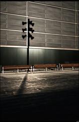 Farola_Pompeu_Fabra (Photos Dvinas) Tags: barcelona david 22 arquitectura farola sombra silueta fabra vias pompeu