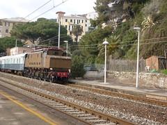 E626 e Treno Azzurro a Zoagli (guidix) Tags: e azzurro treno zoagli e626