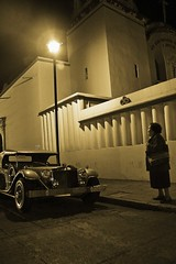 Clásica (Chubakai) Tags: señora virado sepia monocromatico canon oaxaca mexico coche clasico automovil car faro light luz oulala oulalacommx chubakai 50d mariodominguez calle farola ltytr1