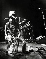 Henk Haanraads (Guido Havelaar) Tags: bw monochrome shoreline monotone schwarzweiss rockshow thechief pretoebranco guitarist guitarplayer noirblanc 黑白色 neroeblanco ブラックホワイト чорныбелы