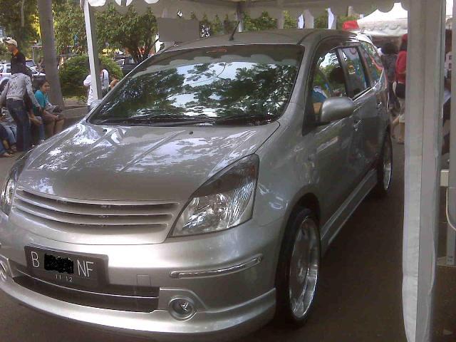 Ini pas mobil ane jadi model mobil Livina modifikasi, di ancol**