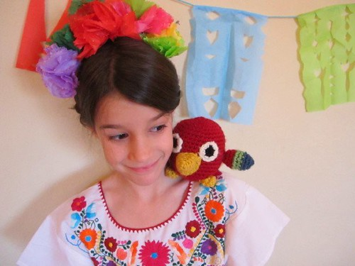 Frida portrait with her parrot