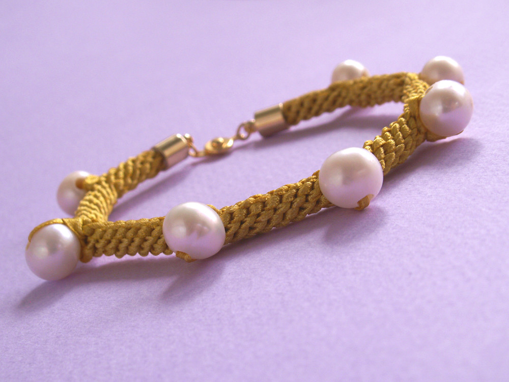 Rock Ribbons Bracelet Goldie Large Pearl Slant