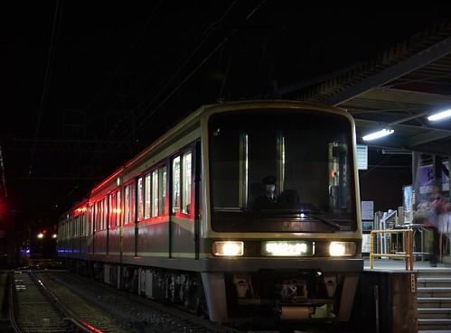 江ノ電2001F+1201F稲村ヶ崎行き最終電車@長谷