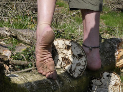 Tough sole (Barefoot Adventurer) Tags: barefoot barefooting barefeet barefooter baresoles barefoothiking barefooted barfuss blacksoles anklet wrinkledsoles toughsoles texture toes ruggedsoles grounded nature naturallytough naturalsoles strongfeet soles stainedsoles stones earthsoles earthstainedsoles earthing connected callousedsoles livingleather leathersoles forest woodlandfungi