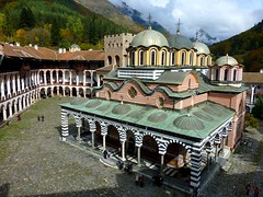 Rila Monastery in Bulgaria (Unesco world heritage) (Frans.Sellies) Tags: heritage church iglesia kirche unescoworldheritagesite unesco worldheritagesite monastery bulgaria rila orthodox glise unescoworldheritage monasterio monastere klooster kloster worldheritage weltkulturerbe whs bulgarie worldheritagelist welterbe bulgarije bulgarien  kulturerbe bulharsko bulgaristan patrimoniodelahumanidad unescowhs  patrimoinemondial  werelderfgoed vrldsarv    werelderfgoedlijst verdensarven wolrdheritagelist    ph118           p1280318