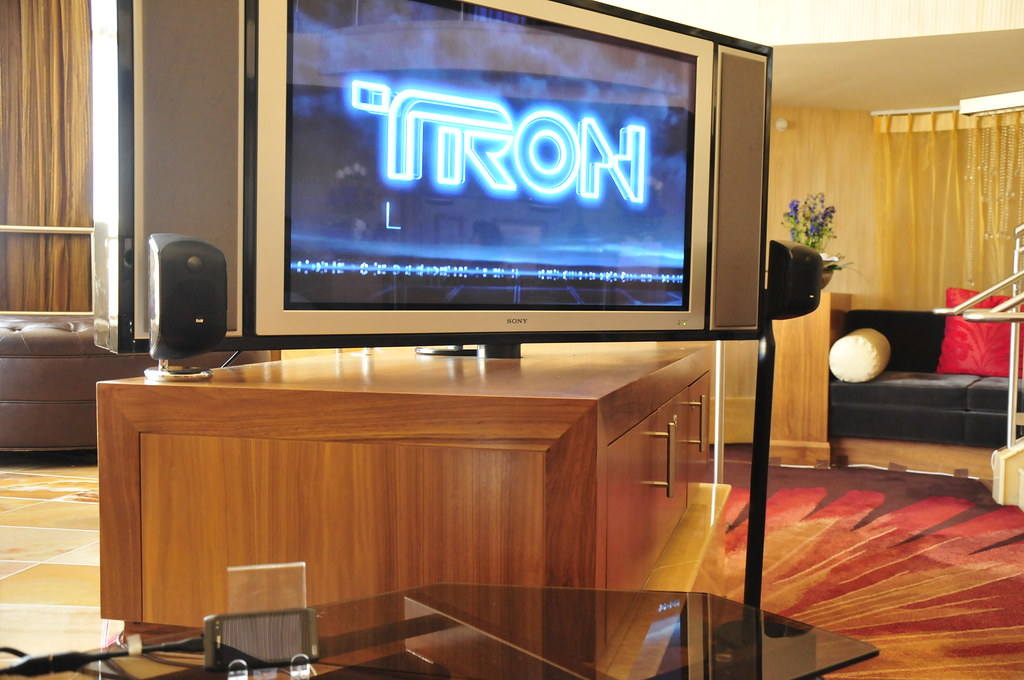 TRON in surround sound from the Nokia N8