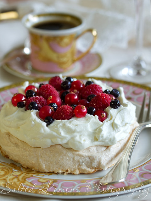 Mini Pavlova with red fruit