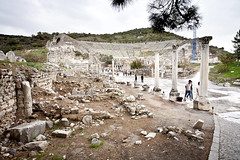 Looking up Harbor Street in Ephesus_6912 (hkoons) Tags: turkey ancient ruins asia theater theatre aegean mesopotamia augustus selcuk ephesus anatolia seluk efes ancientruins anatalya ionia outdoormuseum alexanderthegreat aegeansea sevenwondersoftheworld ancientcity asiaminor thracians yavan yauna ephesustheatre androklos ayasuluk apasas lysimachos ahhiyavakingdom yavnai