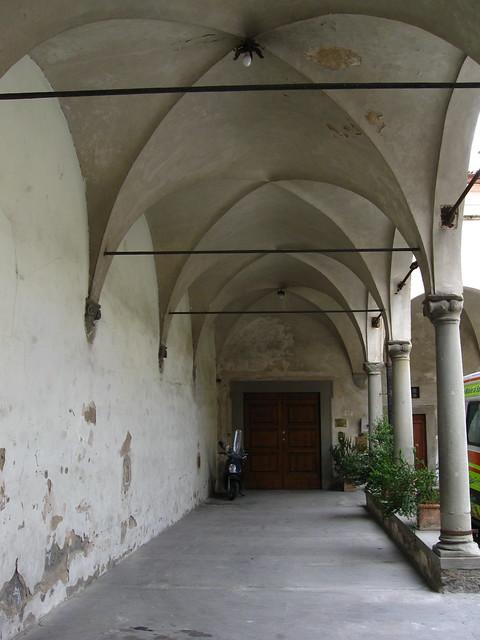 白い回廊のフリー写真素材