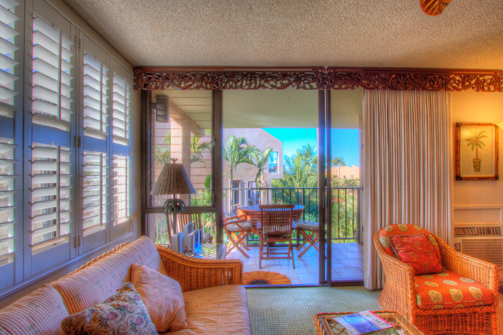 Living area, looking out toward lanai