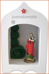 oratório Judas (joanatomate) Tags: tiara flores flor santaluzia mandala feltro guadalupe madeira fita gancho trevo sãofrancisco oratório portachave matrisoka sãojudas coraçãotecido