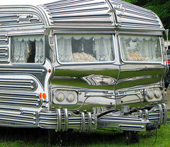 Travelling in Style (Colorado Sands) Tags: uk england english home reflections shiny unique travellers lifestyle gloucestershire chrome fancy vehicle trailer caravan expensive camper gypsy reflexions luxury reflets travelers trailers gypsies reflejos reflexionen stowonthewold riflesso luxurious caravans lacecurtains rainspouts mobilehomes pricey riflessioni sandraleidholdt gypsylifestyle stowonthewoldhorsefair leidholdt sandyleidholdt