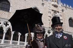Venice Carnival 2011 - 150 Years Anniversary (Samuel Chinellato) Tags: carnival venice canon eos flickr masks carnaval venetian gras venise carnevale venezia venedig mardi karneval maschere venitien veneto 2011 veneziano 50d  mirafotocontest