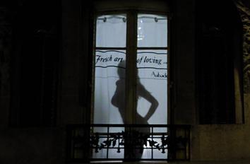 欧巴德内衣:演绎极富游击精神的窗前魅影