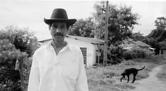 (Cris Romeiro.) Tags: trip brazil portrait film rural minas retrato interior olympus gordura caipiras matutina vilafunchal