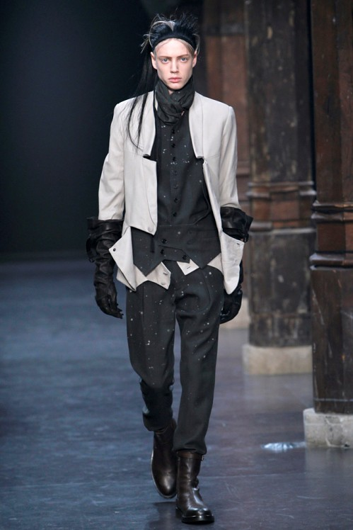 Ann Demeulemeester Mens Fall 2011 collection - paint splatters 3