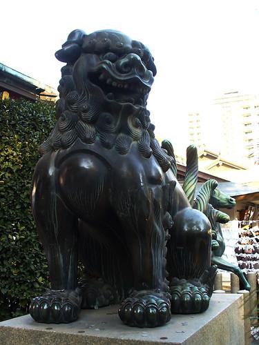 Paddock Café :: 西宮神社の狛犬(阿形)