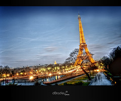 Illuminations parisiennes (dBradley photo) Tags: longexposure paris night nikon raw eiffeltower exposition toureiffel trocadero fontaine nuit hdr champsdemars d300 parisbynight longue parisien photomatix lumierre hdr3raw d300s dbradley parusnight