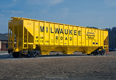 Milwaukee Road PS2 Covered Hopper (Harry Gaydosz) Tags: pennsylvania trains pa butler railroads milw freightcars milwaukeeroad pullmanstandard