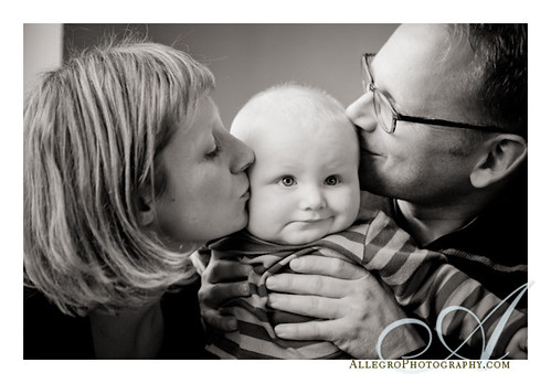 belmont-family-portrait-wellesley-children-photography-kisses for the baby