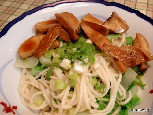 20110227 lunch_02 烏龍麵&三杯杏鮑姑(素食)