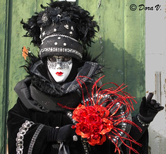 Venice Carnaval 2011 - The Dark Lady (Dora Joey) Tags: venice lady dark carnaval venezia venedig masques maschere darklady deguisement venicecarnaval karnevalvonvenedig bestportraitsaoi carnevaledivenezia2011 masquesvenise