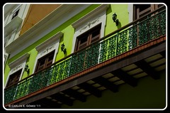 Balcony in Old San Juan (Carlos E. Gmez) Tags: old zeiss photoshop puerto san juan balcony sony rico carl caribbean alpha commonwealth cs4 vacacion oldsanjuanpuertorico a350 photoshopcs4 sonyalphaa350 hdrpicnik carlzeiss1680mmzoomlens 16800zoom